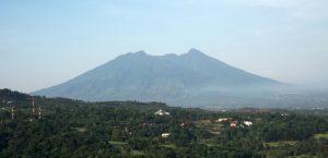 Destinasi Wisata Gunung di Indonesia yang Terkenal Angker