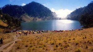 5 Tempat Wisata di Kaki Gunung Semeru Alamnya Mempesona