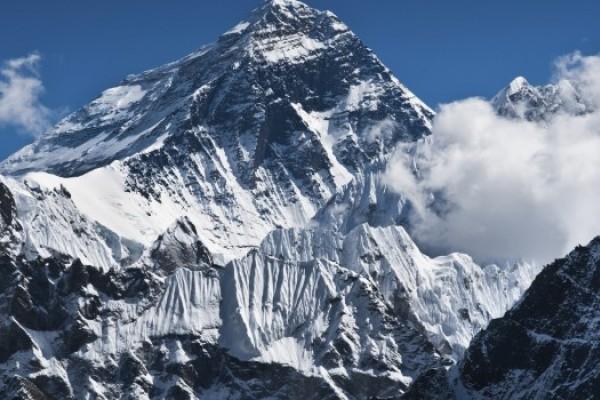 6 Gunung Tertinggi di Indonesia yang Menakjubkan
