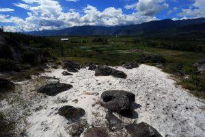 Pasir Putih Desa Aikima