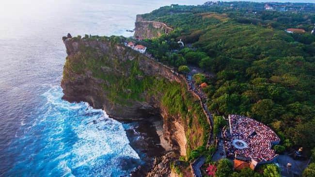 7 Spot Panjat Tebing Terindah di Indonesia