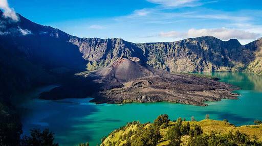 7 Gunung Yang Mempunyai Pemandangan Terindah Di Indonesia